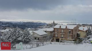 Castelnuovo sotto il manto bianco (FOTO)