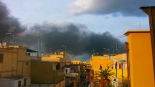 Incendio Torricelli, fumo su tutta Cerignola