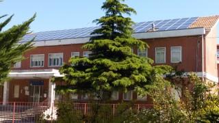 """A Orsara """"la scuola del sole"""" tra fotovoltaico e alberi da frutto. Il sindaco: """"Fatti, non parole"""""""