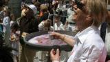 Roseto celebra il Buffone di Dio e dalle fontane esce vino