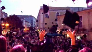 Foggia con lode: festa in piazza per i laureati