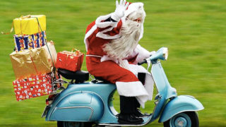 Babbo Natale arriva in Vespa a Manfredonia