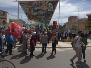 1maggio davanti al murale di Di Vittorio